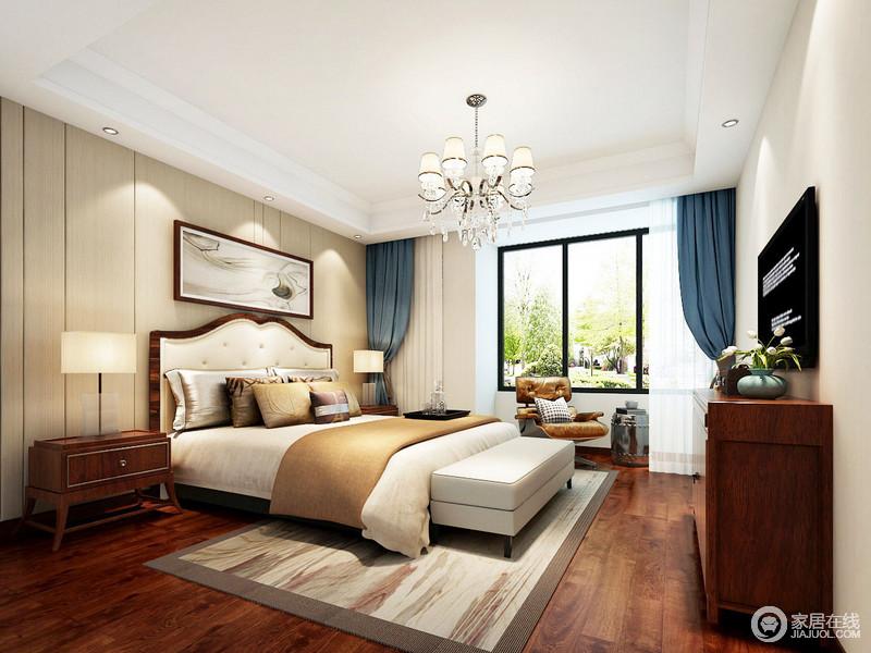 在卧室加入中式元素,床头背景墙设计得较为简洁,却利用中式流沙水墨画与地毯呼应,打造文艺的氛围;中式实木家具质地精良,奠定了空间的稳重,而蓝色窗帘镌刻出了生活所需的优雅,水晶灯加以点缀,多了不少轻华大气。