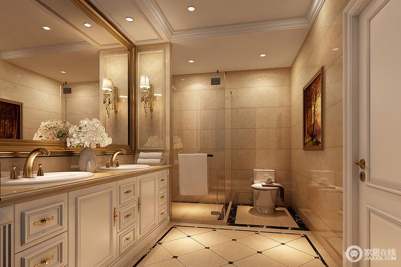 卫生间以米色砖石铺贴空间,从色调上造就了空间的温和,也缓解了原本线条的硬朗;墙面和地面以不同的方式铺贴砖石,多了几何美学;新古典盥洗柜因为金属把手和五金件多了奢华,再加上黄铜金属壁灯的复古、金框镜饰,突出了新古典的华贵与质感。