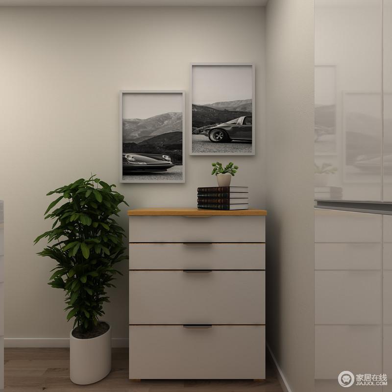 儿童房的角落房子了一个玄关柜,解决了储物的需求,而黑白照以错落的形式,让空间具有简单之美。