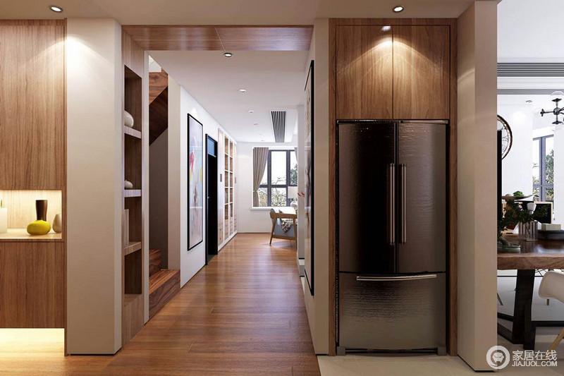 门厅走廊可以一眼看到深处,空间大面积铺陈了实木,并利用木质制造了丰富的储物收纳,增强了空间的多功能性;设计师巧妙的将家电与墙面隐藏式结合,既保证了美观又节省了空间。