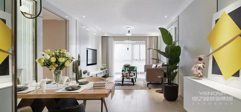 阳台的全景落地窗为室内引入更好的采光。浅淡的色调清新自然,青春的气息在空间得到释放。
