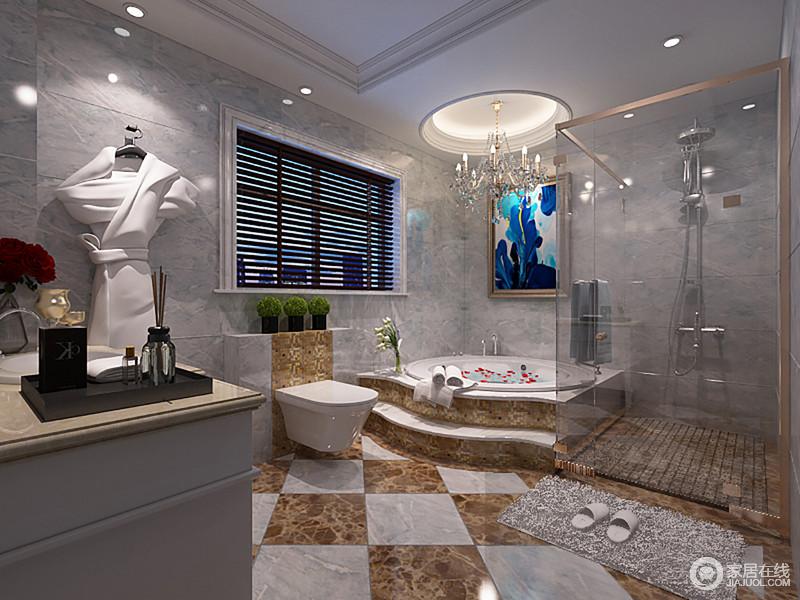 卫生间结构规整,但是设计师将功能发挥到极致,巧妙分隔出玻璃淋浴房和浴缸区,并解决了采光和干湿的问题;灰白色墙砖的淡蓝色之光与大理石拼花地板渲染出古典轻奢,再加上香槟金马赛克砖的点缀,让其与欧式烛台水晶灯、蓝色艺术画碰撞出华贵。