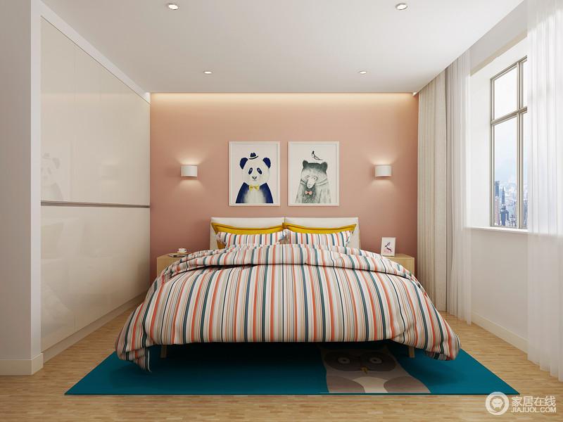 进入女儿房充满了柔和与温软的气息,粉色背景墙上的卡通挂画和壁灯,以对称与童趣,让生活更具玩性;定制衣柜设计将收纳功能最大化的展现出来,而条纹床品与蓝色地毯带来时尚与青春感让小公主可以放松心情。