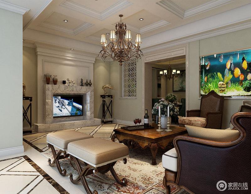 整个客厅的吊顶以几何设计凸显结构之美,与壁炉式的背景墙构成整个空间的复古格调;金属吊灯搭配着美式家具的褐色陈旧感,足显底蕴。