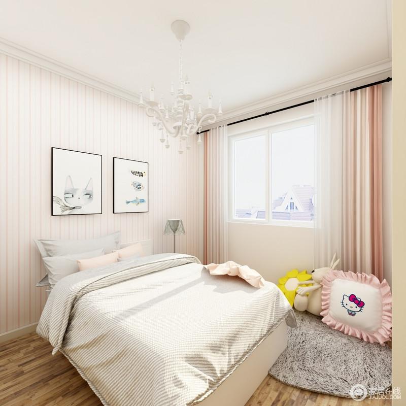 儿童房根据女孩子的特性为出发,以白粉色条纹壁纸来铺贴墙面,搭配肉粉色系的窗帘,点缀出甜美和柔和;原木地板还原了自然之风,搭配浅色系的床品,让空间足够舒适。