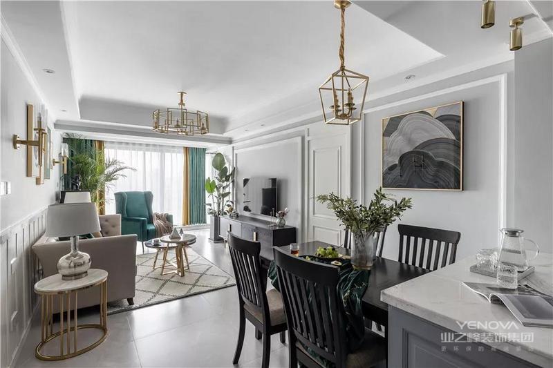 餐厅与客厅一体的空间更显开阔,浅灰色的基础上,搭配黑色系现代餐桌椅,让整体空间维持统一的质感之余,搭配现代挂画、金属灯具,给人端庄华丽的体验,享受现代与美式之间的美学体验。