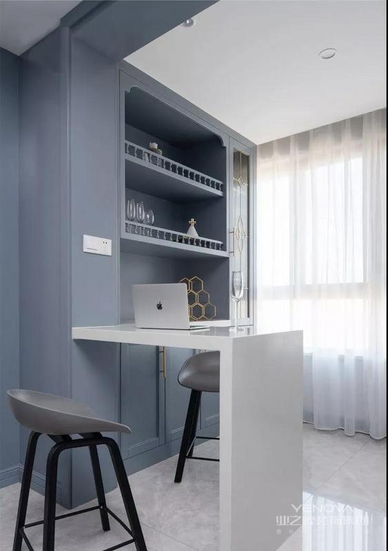 餐厅旁设置了吧台增加生活情调 也可作敞开式书房 颜值与实用性兼备
