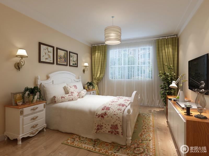 卧室就是要轻松、舒适,米黄色的墙面为空间注入了温馨,美式家具成套更是让整个空间大气十足。
