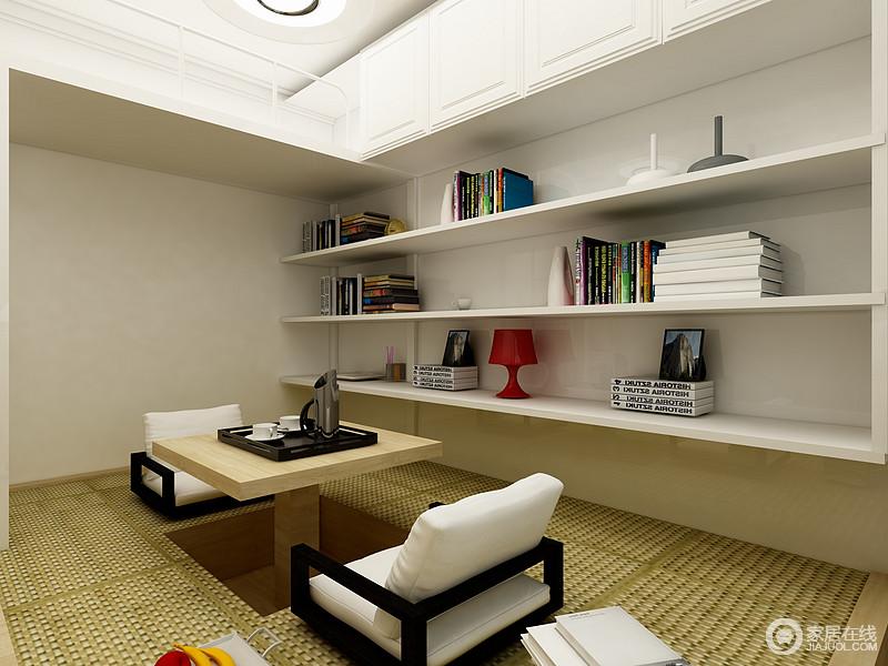 休息室没有常规的床,而是采用了榻榻米的设计,一来解决了喝茶休息的问题,二来还增加了家庭储物功能,同时,搭配悬挂架,让空间既有线条之美,又妥妥地实现了收纳。
