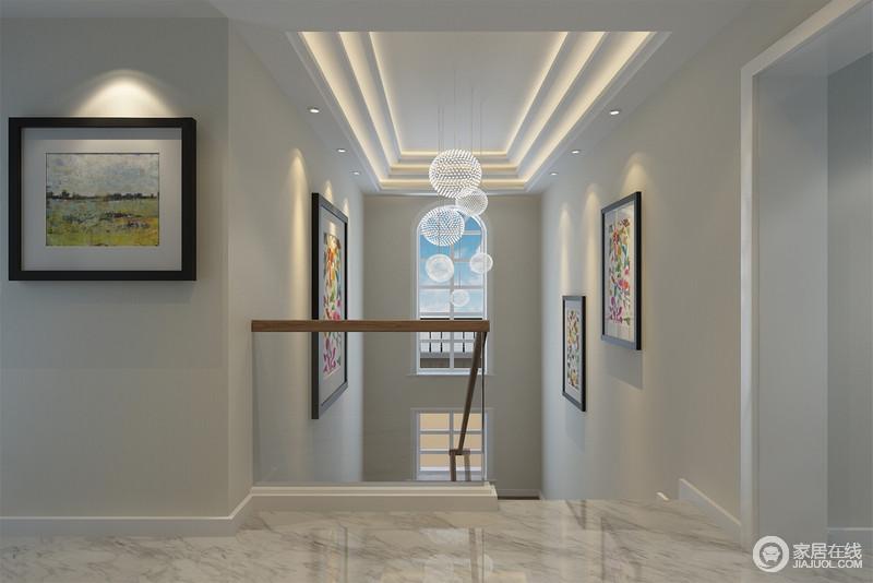 楼梯间的设计看似简单却十分心机,灯带让整个吊顶具有几何美感,伴随着玻璃吊灯、挂画,让原本略被忽略的空间,显露着不一样的空间艺术。