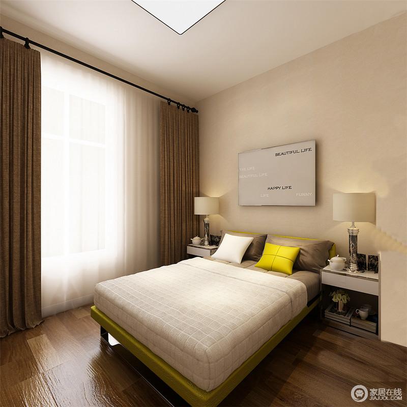 卧室线条十分简单,以面板灯和台灯搭配的方式,实现照明,再加上原本驼色漆的墙面,自造了温馨;现代风的床头柜和家具造型简单,深驼色窗帘起到平衡空间用色的作用,奠定稳重。