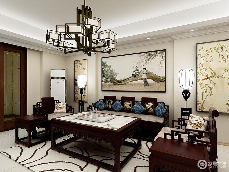 客厅即使拥有现代感的线条,却依然打造出浑厚地中式格调,从挂画的色彩和意象之中,便可以感受到文化的熏陶;而中式家具的考究、工艺上的讲究,搭配中式落地灯、吊灯,让家更有东方底蕴,浅色的地毯烘托出温馨。
