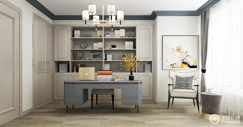 书房虽然因为承重墙造成空间格局不够规整,但是通过一副黄韵之光的抽象挂画,让立面立刻颜值翻倍;白色纱幔将微光引入空间,与空间内的蓝色新古典书桌和现代扶手椅等形成典雅与精致,让文艺青年也享受设计带来的舒怡。
