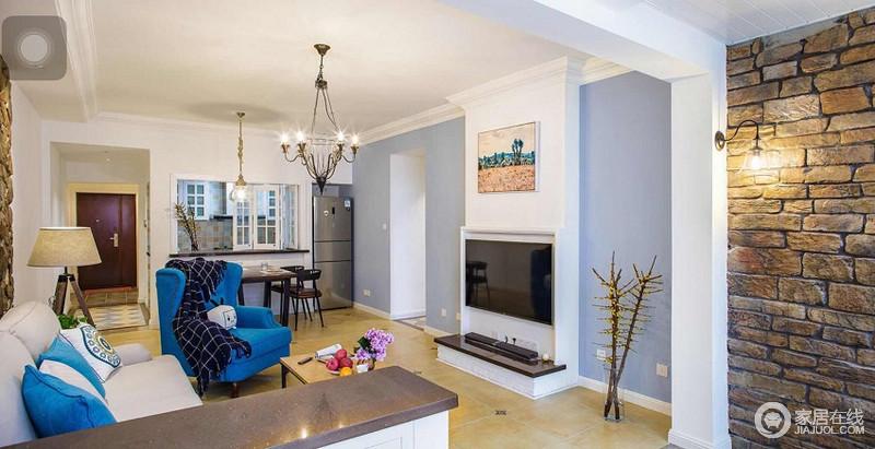 客厅混搭的配色加上家具的选择,独具特色。