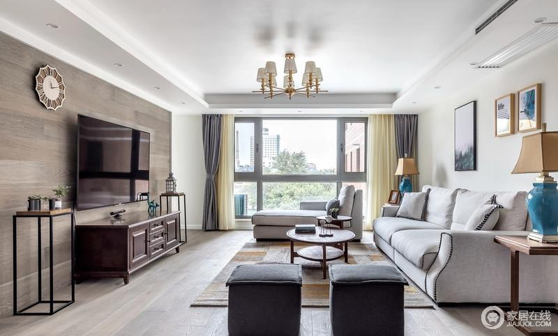 客厅以木色、灰色、白色为主,渲染了一个低调、宁静感生活空间;电视背景墙采用和地面一样的地板,以上墙的方式,表现出朴质,而现代美式沙发的浅灰色因为胡桃木美式家具、黄铜窗帘和配饰,装饰出了现代美式的素雅。