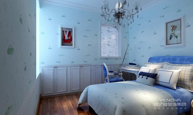 室内多采用对称式的布局方式,格调高雅,造型朴素优美,色彩浓厚而成熟。中国传统室内陈设包括字画、匾幅、盘景、陶瓷、古玩、屏风