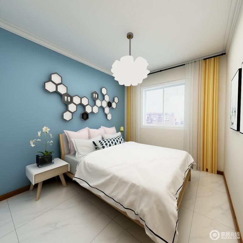 卧室的结构十分简单,蓝色漆粉刷墙面,让空间变得清幽了不少,多边形装饰点缀出几何艺术;而简约的木床头柜实用而不占用空间,黑色花器与白色吊顶演绎现代艺术,搭配黄色窗帘,让空间明快而活力。
