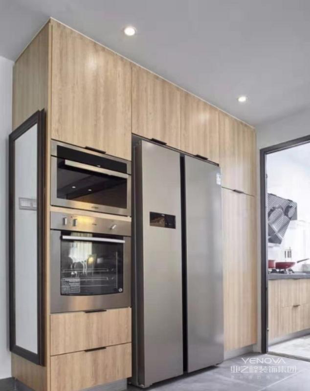 镶入式冰箱和烤箱非常耐脏,易于打理,
