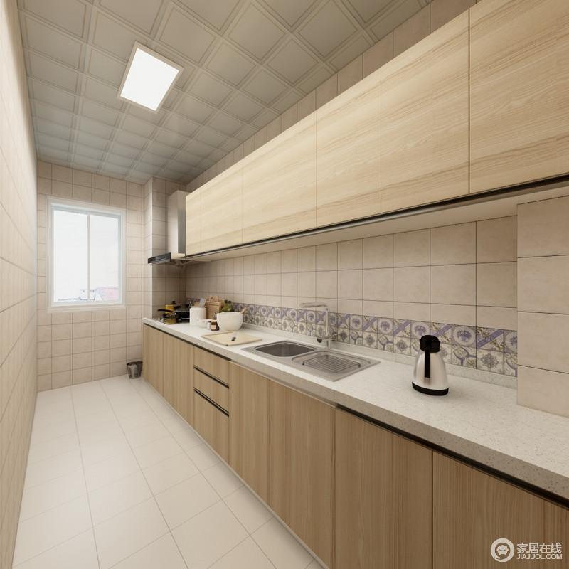 厨房以米色砖石来铺贴立面,而集成吊顶的晕染效果,中和了空间的色调,也多了层次感;一字型的橱柜以线性感的设计,实现收纳,同时,搭配白色和拼花砖的墙面,调和出自然的气息。