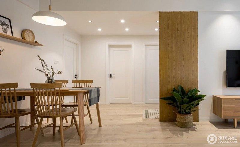 全实木长方形餐桌椅靠墙摆放,扩大了过道的面积,使动线更加流畅,让开放式的生活愈加自在。