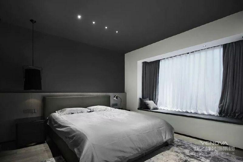 卧室设计延续了黑白灰的设计格调,大面积的白墙和纱窗,让环境变得干净简练,给人一种低调而有品质的生活体验。