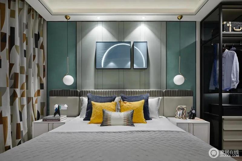 床头墙的挂画,一大一小,图案组成一体的画面,与原本背景墙的色彩,形成层次感;对称方式设计的空间多了和谐感,悬挂式圆形吊灯更是给予空间温情。