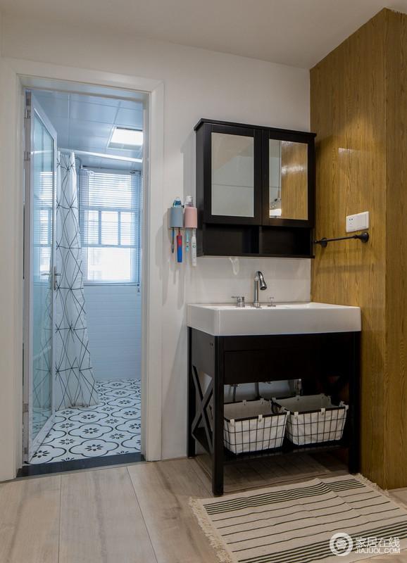 卫生间干湿分离布局合理,洗漱空间独立出来,能使得实用功能被加强,让生活简单,易打理。