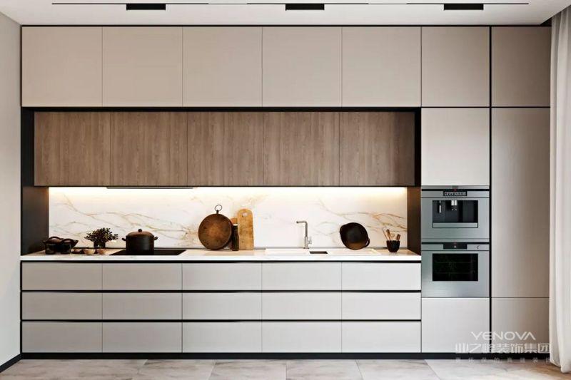 厨房是一个开放式的,以瓷砖,木饰面的不同质感明确界定厨房和餐厅。