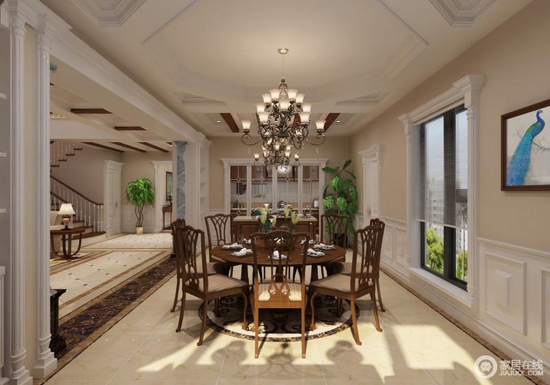 餐厅利用法式建筑设计将窗户装裱的古典风十足,与圆形廊柱呼应,并与客厅区分开;吊灯的璀璨和实木餐椅的质地碰撞出了复古,细腻的装饰显示出低调中的奢华。