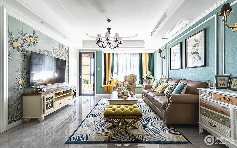 客厅背景以淡绿为主题,搭配经典美式暗黄沙发,经典美式象牙白电视柜,夸张的电视背景墙充满激情和旷野,但是浓浓的复古风软装,让整个家不失色彩和时尚。