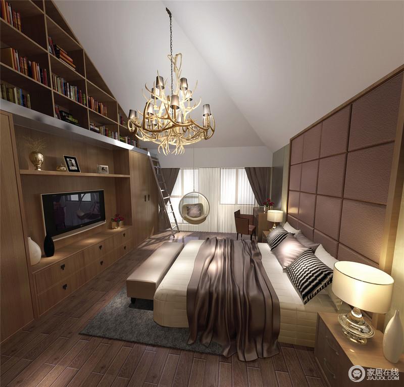 楼的卧室因为建筑结构造成挑高,锥面的设计被做成了一个书柜,与电视储物柜形成一体,实用之中藏有立体之美;原木地板搭配木质吊顶赋予空间田园的朴质,而现代家具组合,给予生活简洁和舒适。