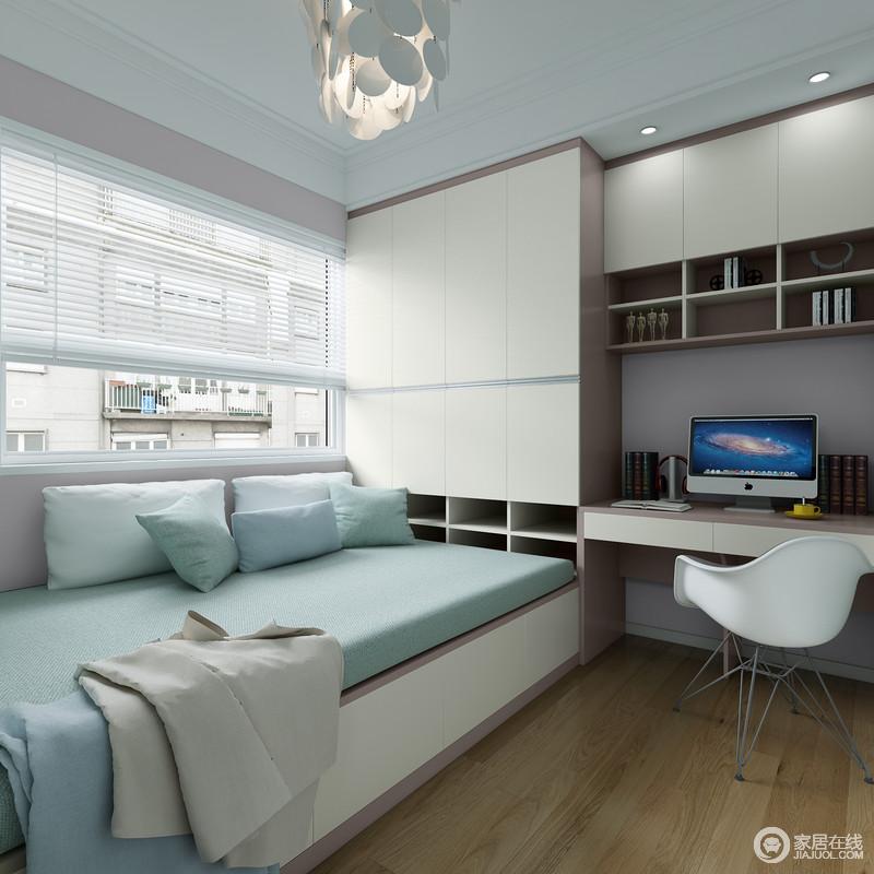 榻榻米+多功能组合书桌、衣柜让储物变得十分便利,房间更整洁;榻榻米的设计可以有效的节约空间又能提供临时休息,浅蓝色的软垫呼应着米白色的家具,清新之中,营造一种安静。