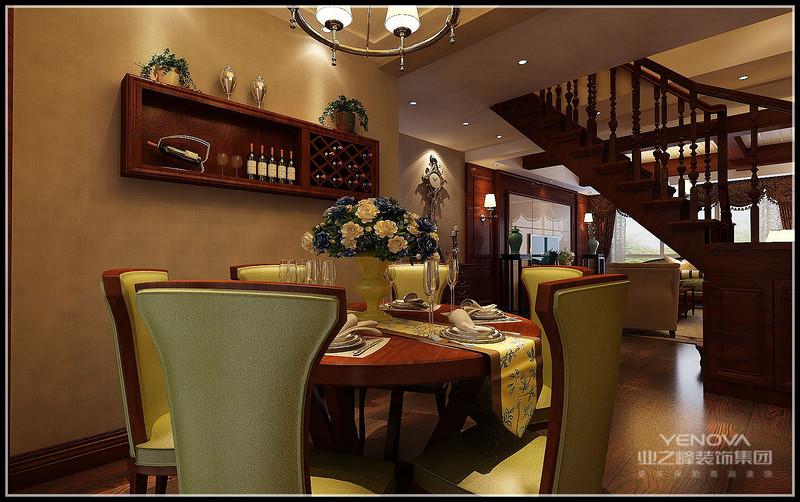 家庭室作为家庭成员歇息沟通的中心,属私密性很强的空间,一般设于餐厅旁,并有电视机,一起沙发和座椅挑选轻松明快的式样,室内美化也较为丰厚,装饰画较多。