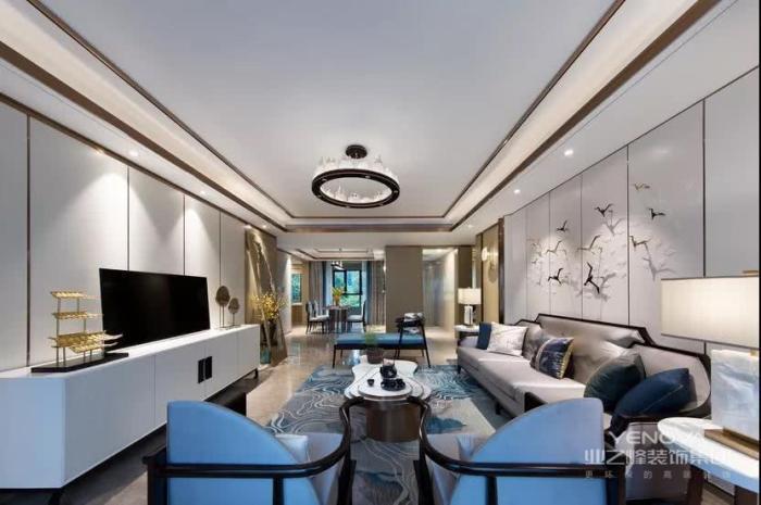 中式风格的设计不同于现代风格的简约型设计,其体现出了中国传统的古典艺术韵味,得到一个富有中国古典情调的艺术空间。虽然现在的年轻人更崇尚于简约型的现代感的设计形式,但是也有许多人对古典的中式风格非常青睐。中式风格的设计是中国传统文化的体现,在这样的设计中能够让你回味经典唯美中国风。