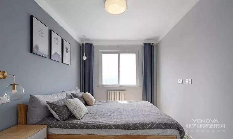 两间卧室地面都是铺的木地板,脚感更为舒适,材质感觉也更自然。