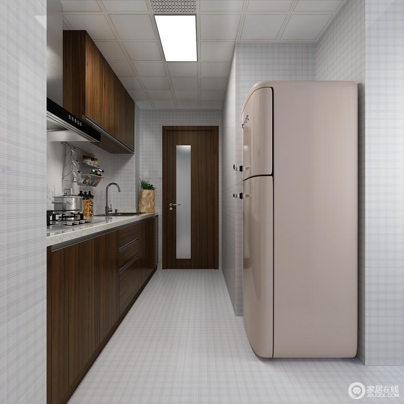 厨房在方案中被打造成收纳的主战场,这里可以容得下整家的一切厨房用品,依然是以胡桃木色为主搭配清爽的蓝白色格纹砖,让空间实用之中,多了一丝清爽的感觉。