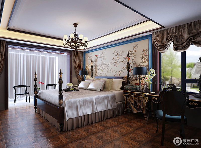 主卧室在高雅的中式格调中,添加了一丝简美元素,使空间多了几分随性的惬意;床头花鸟壁画周边镶饰了蓝色线条,新颖别致的烘托着四柱双人床,床品丝滑柔软透着舒适温暖;复古床头柜与书架描金刻画,氲起的雅致充满华贵轻奢的端丽气质。