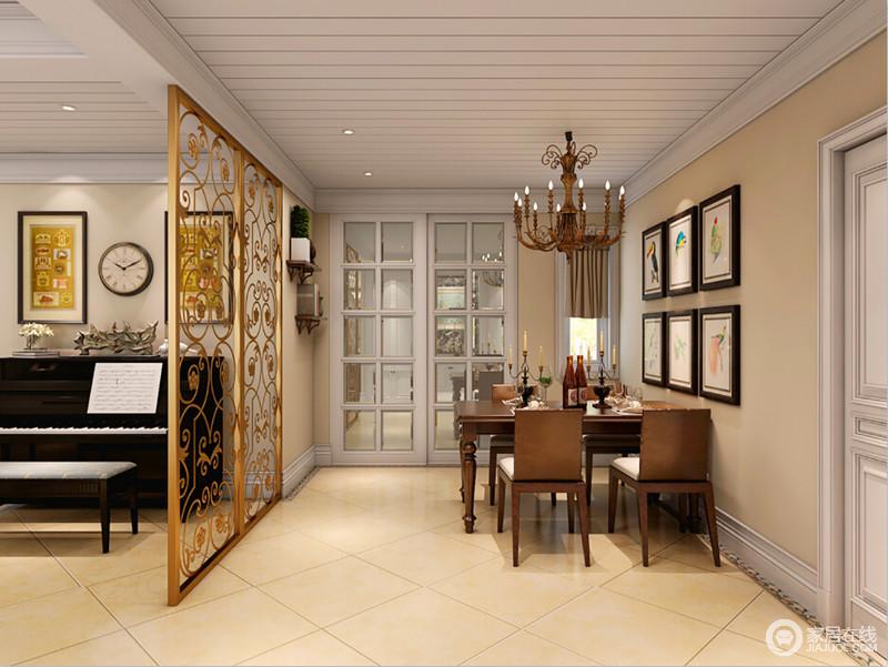 客厅和餐厅通过金属的镂空屏风做了区分,让整体空间不至于平淡,并装饰出些许奢华;厨房和餐厅又以玻璃格栅门作区分,避免油烟,空间又规整,美式家具摆放在其中,赋予空间稳重。