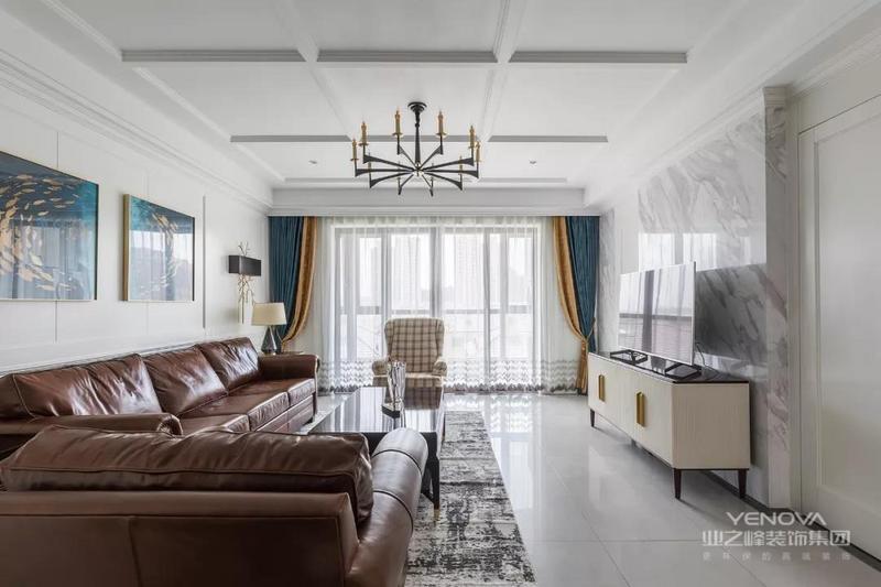 设计师想给业主呈现的是一种 非常规美式的放松 将空间定为白色为主的基调 提升空间质感并且打造 干净清新的整体感受
