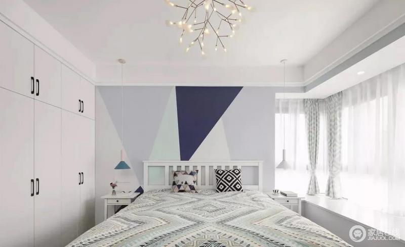 主卧,几何图案的床头背景墙,明亮舒缓的色彩搭配,营造出温馨浪漫的睡眠氛围。