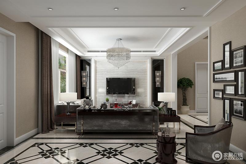 客厅的白色吊顶让空间多了份洁净,也通过石膏强化了几何效果,搭配背景墙黑色镜面玻璃与灰色大理石色彩对比之中,凸显出立体美学;水晶灯的璀璨与灰色法兰绒沙发彰显贵气,正如几何拼砖的动律,让空间带着几分时尚,而照片墙的生活轨迹,让空间具有了温馨。