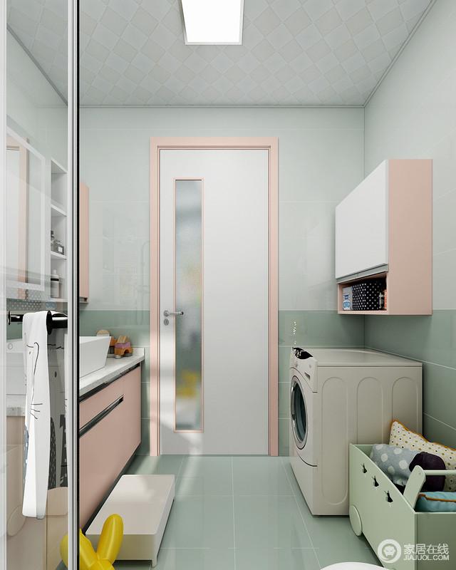 粉色的门套与浴室柜和洗衣机吊柜相互呼应,使空间显得更加的柔和统一,让原本豆绿色的空间多了甜美感,格外俏皮。