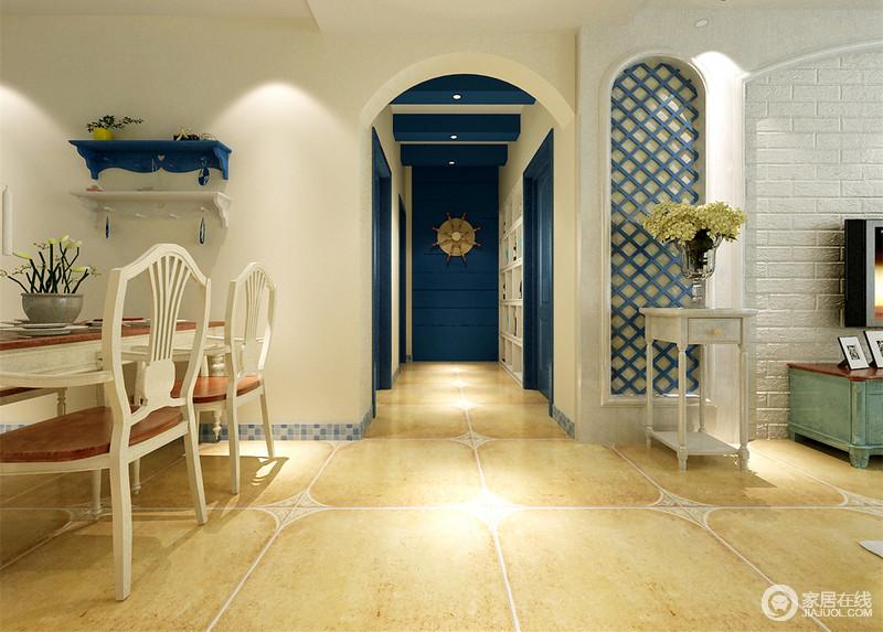 进门端景设置了隐形门起到装饰作用,点缀着空白;过道吊顶用假梁刷漆突出表现地中海蓝白交相辉映的天际。