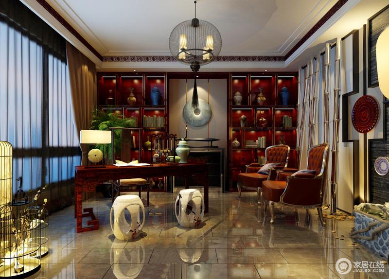 书房的搭配风格,同样采用混搭的模式,将传统中式与新古典风格相汇交融,在棕红和橙红色调间,传递出兼容并蓄的空间格调;自然元素的笼灯和假山水的设计,更添书房的闲情逸趣。
