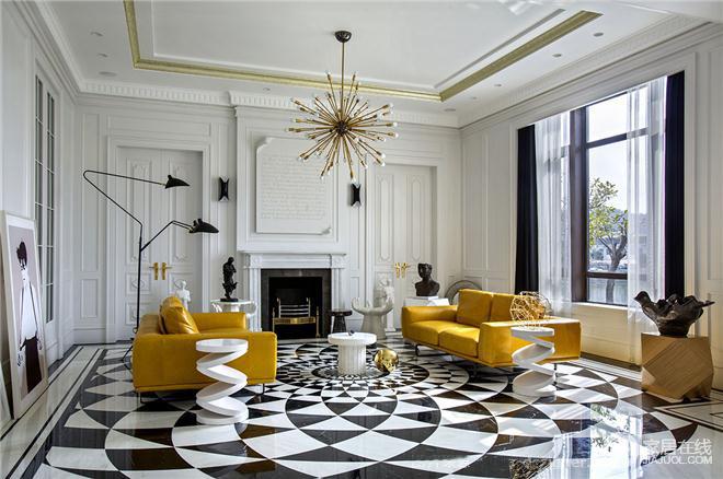 客厅的设计,黑白相间的地板营造出空间的华丽独特感觉,黄色沙发的局部点缀,是客厅色调不过于沉闷