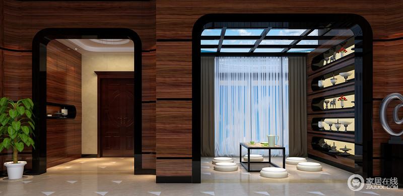 设计师通过改建打造了一个空与实相结合的空间,空空实实中托出了禅意之境;露天式吊顶借湛蓝的天空装饰着室内,褐色展示柜上的白色器皿充满了古典气质,与白色的坐榻形成惬意之境。