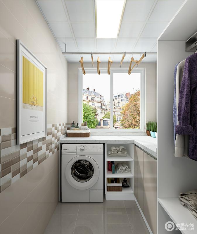 """不少狭小的阳台空间,都还担负着洗衣晾晒的功能,可是收拾起来的时候,就比较麻烦。其实,只要规划得当,划分出洗衣区、晾衣区、熨衣区;配合利用功能强大的收纳柜,我们就能一步到位地拥有""""一体化""""的工作区域。"""