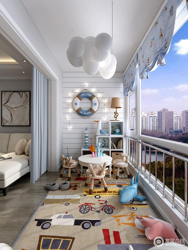 如果室内空间不充足,完全可以利用阳台空间再增加一些休闲功能,把阳台改造成儿童娱乐空间也是一个不错的选择。