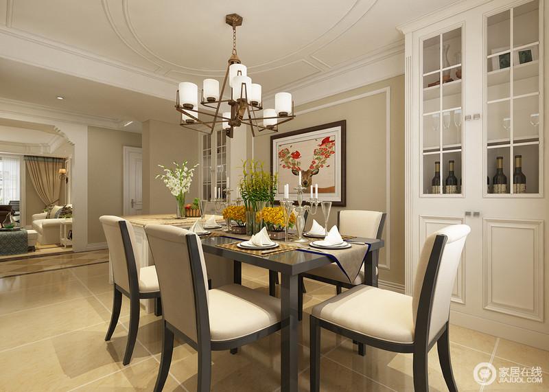 餐厅与客厅通过走廊分隔空间,驼色漆粉刷墙面自然一种素雅和宁,让你与世无争;米色地砖与之构成和谐,现代餐椅的驼色大气,实用之中透露一种内敛;现代感的黄铜烛台灯给予空间精致,餐桌上的花器让芳香四溢,酒柜对称之余,因为小鹿挂画更注入了灵动。