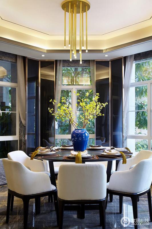 餐厅茶室位置遵循国人的生活习俗又结合当代审美升华创作。